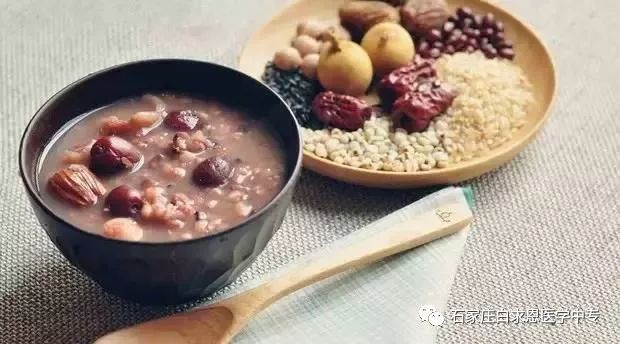 石家庄白求恩医学院全体教职员工祝同学们腊八节快乐!