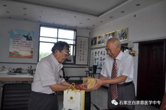 日本合作方北岛先生访问石家庄白求恩医学院